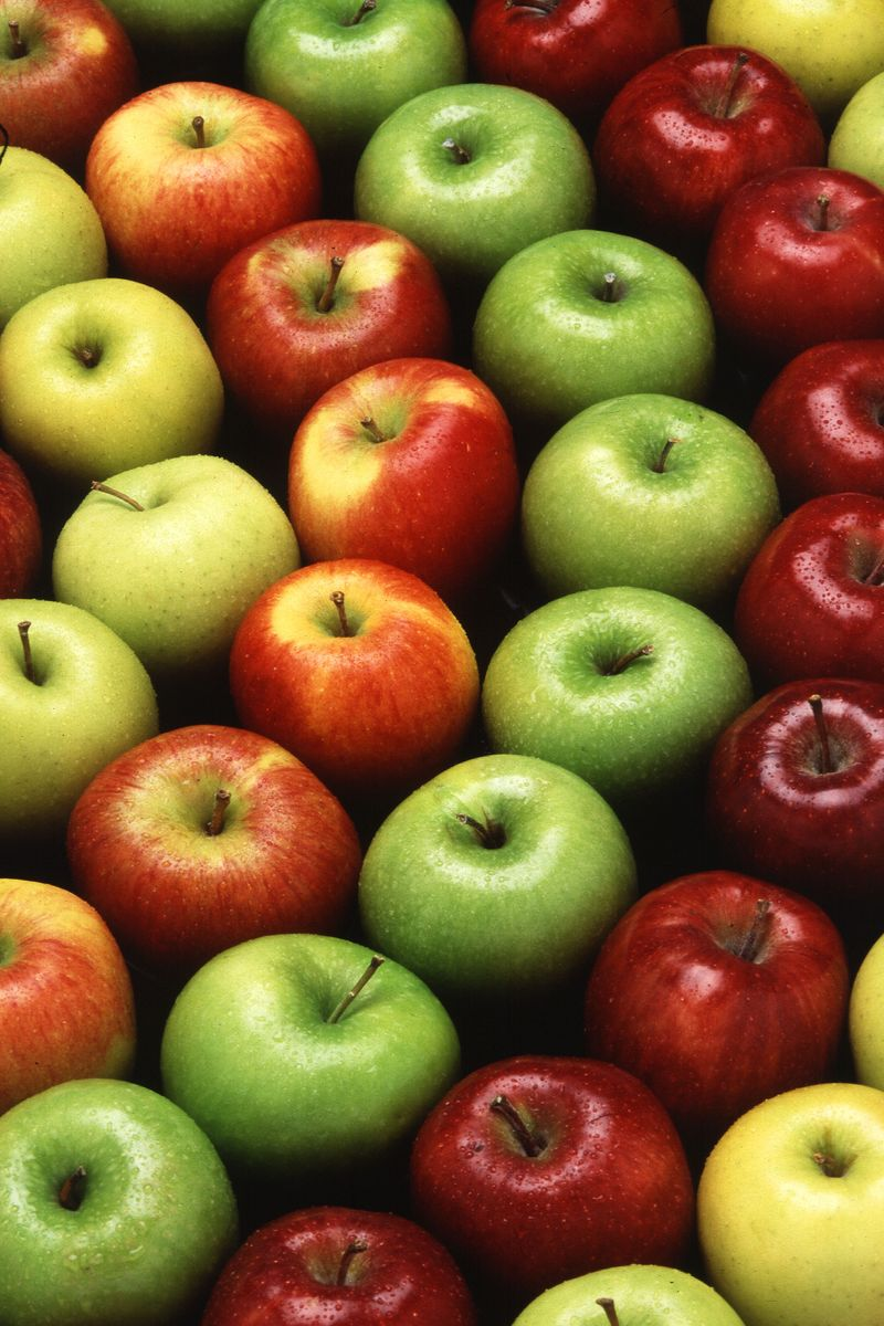 Train with apples