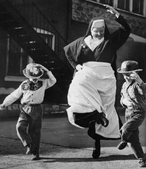 Dancing_nun