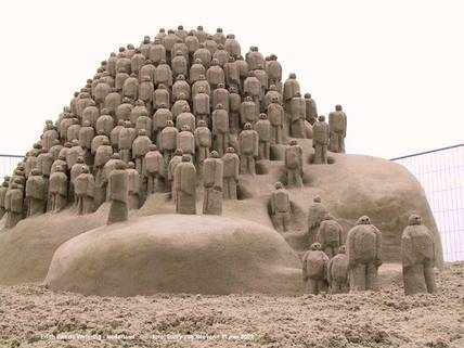 Amazing_sand_sculpture_