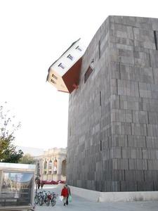 Falling_house