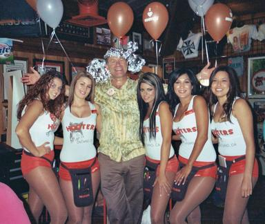 Free_beer_at_hooters_2