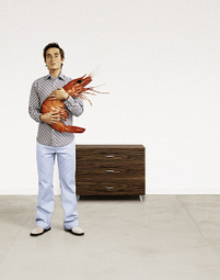 Holding_a_lobster