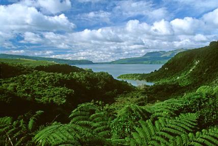Lake_tarawera_